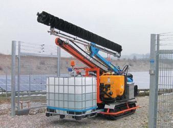SunBrush mobile - panel cleaning with dumper / pile-driver