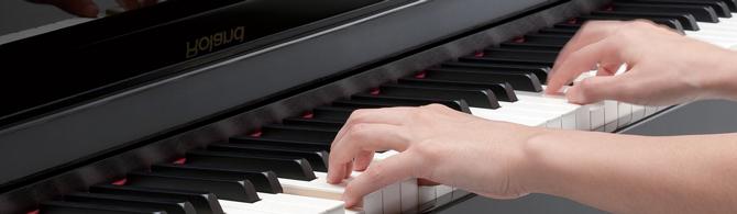 mains sur clavier de piano
