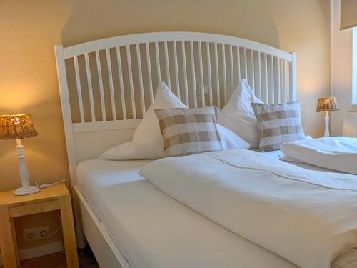 bezogenes Bett