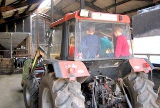 traktorfahrt mit dem bauern