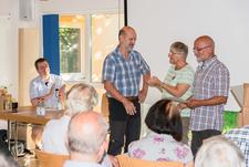 der Jubilar Thomas Bormann wird durch Ellen und Richard Kalkbrenner für 30 Jahre Mitgliedschaft geehrt