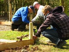 Die Ortsgruppe beim Einsatz im Umweltgarten
