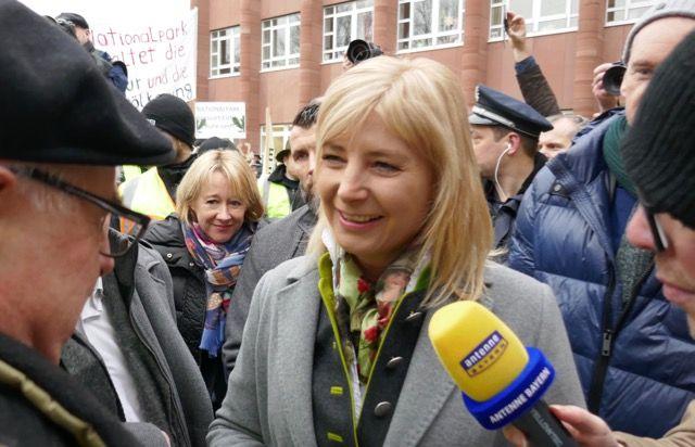 Freundliche Begrüßung der Umweltministerin Ulrike Scharf
