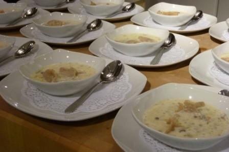 Weissweinsüppchen mit Ravioli-Einlage