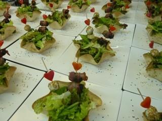 Salatkörbli mit Surprise-Spiessli