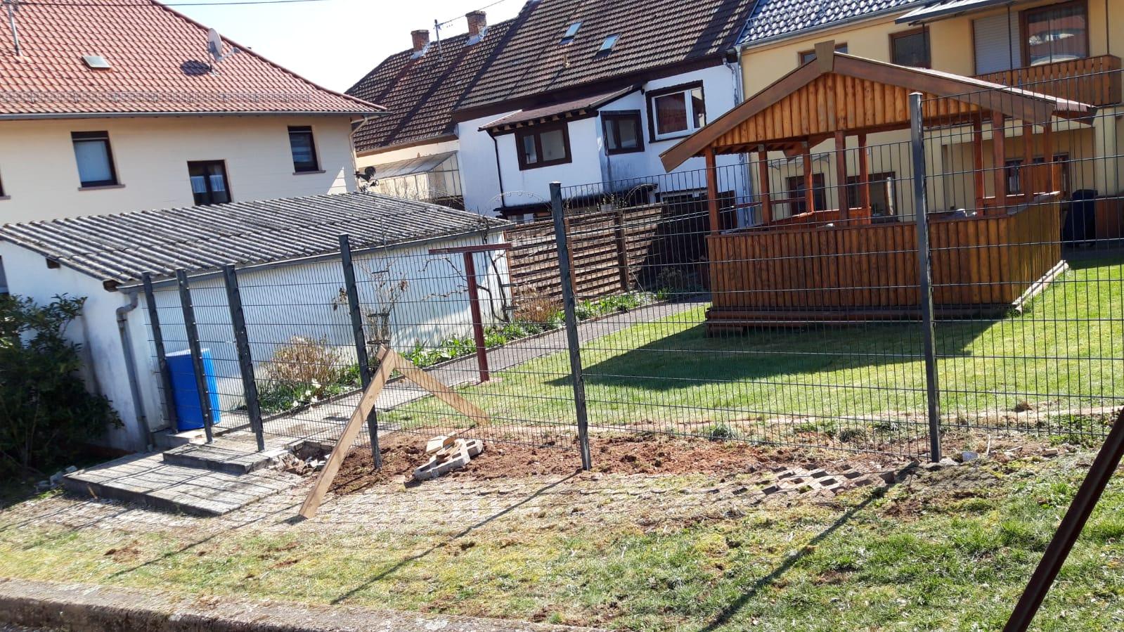 Zaunbau mit Windschutz