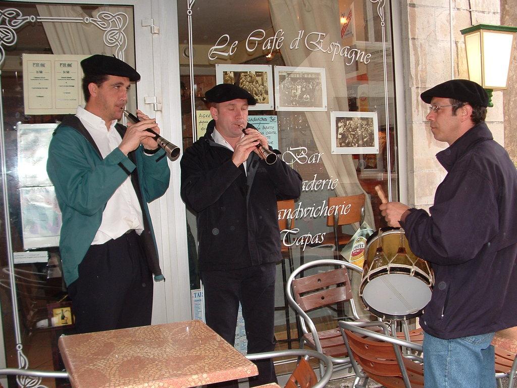 2007 les gaiteroak d'Uztaritze toujours fidèles au quartier