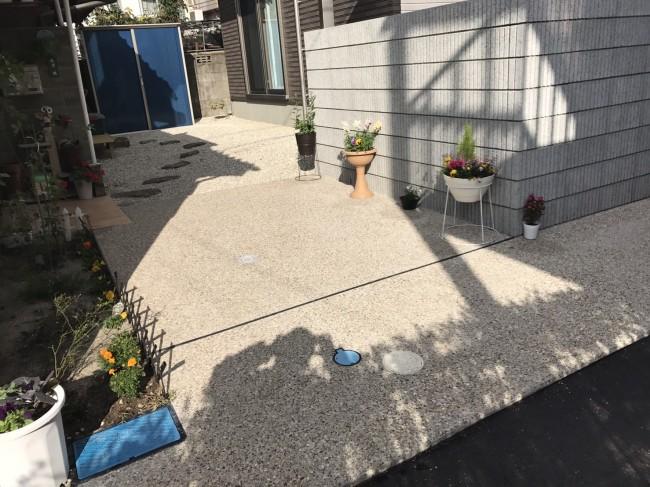 砂利舗装のアプローチ