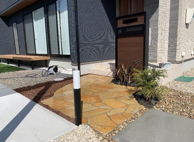 スタンプコンクリートを使用したアプローチ