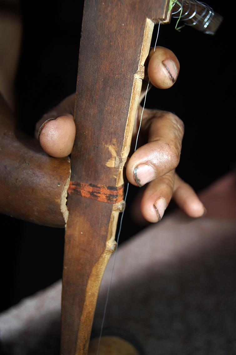 Les touches sont sculptées dans la structure du corps.