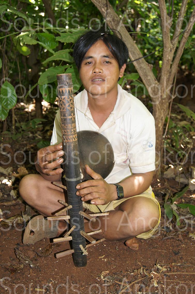 Mel Lit. Tampuon musician. Ratanakiri.