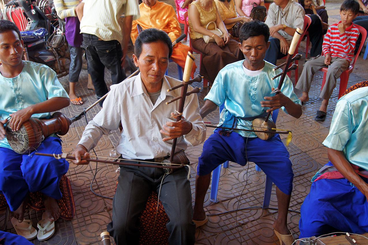Vièles tro sau et tro ou du phleng kar. Siem Reap 2010.