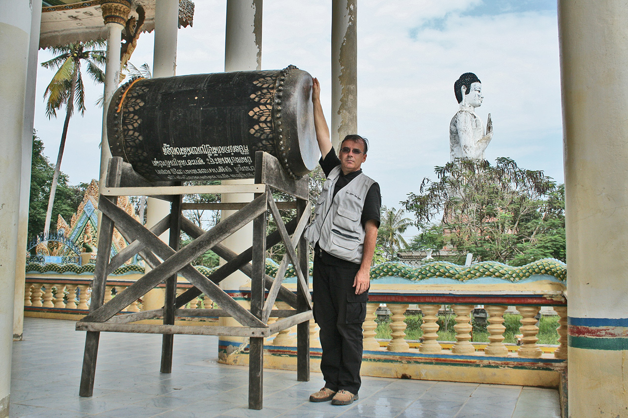 Patrick Kersalé gives the scale of the drum on its support. Wat Ek Phnom, Battambang. 2010.