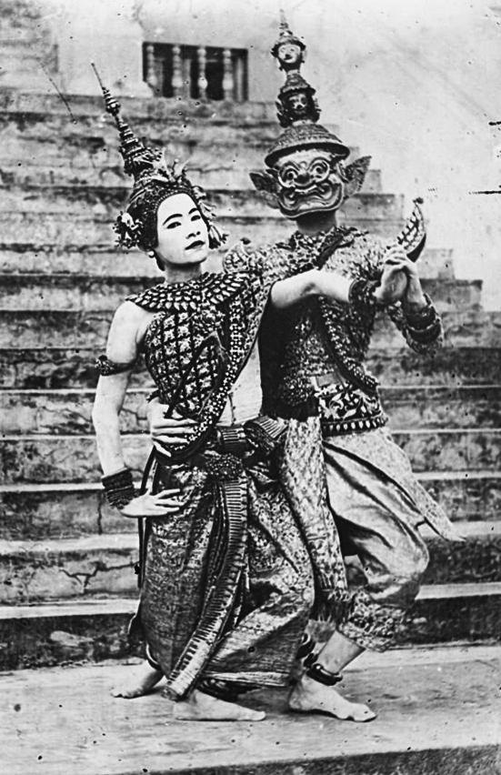 Danseuses-actrices dans les rôles de Neang Seda et Krong Reap.