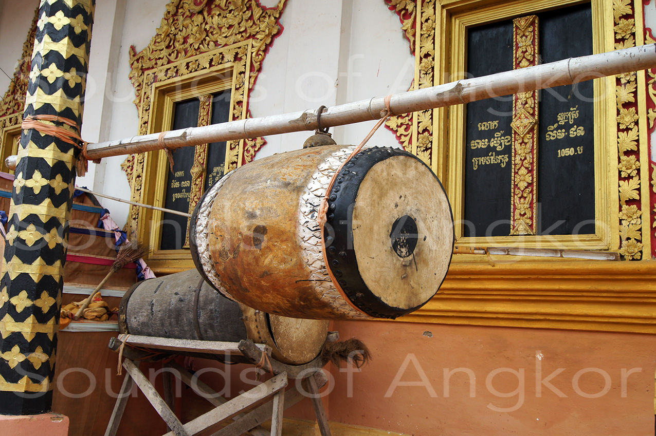 Barrel-shaped skor yeam. Wat Kdol, Battambang. 2010.