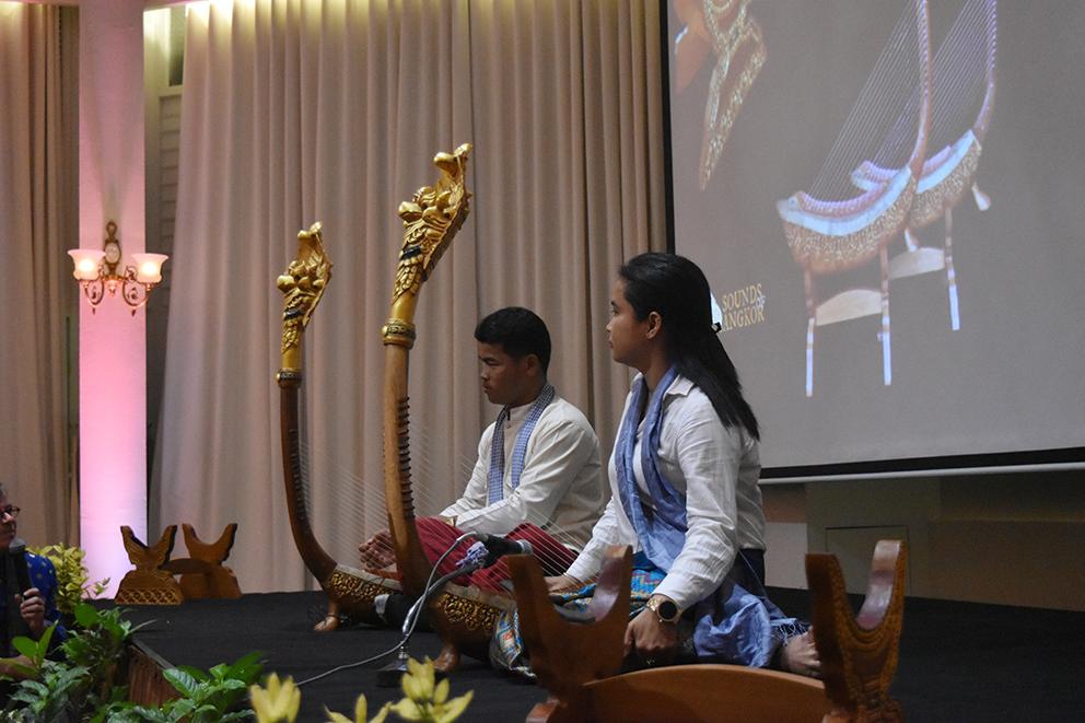 Harpists Sor Sophany & Pon Pong.