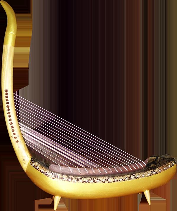 Harpe angkorienne avec quatre pieds. Maître d'œuvre/ouvrage : P. Kersalé. Facteurs : Keo Sonan Kavei, Kranh Sela. Cordage et dorure : P. Kersalé. Phnom Penh 2018.