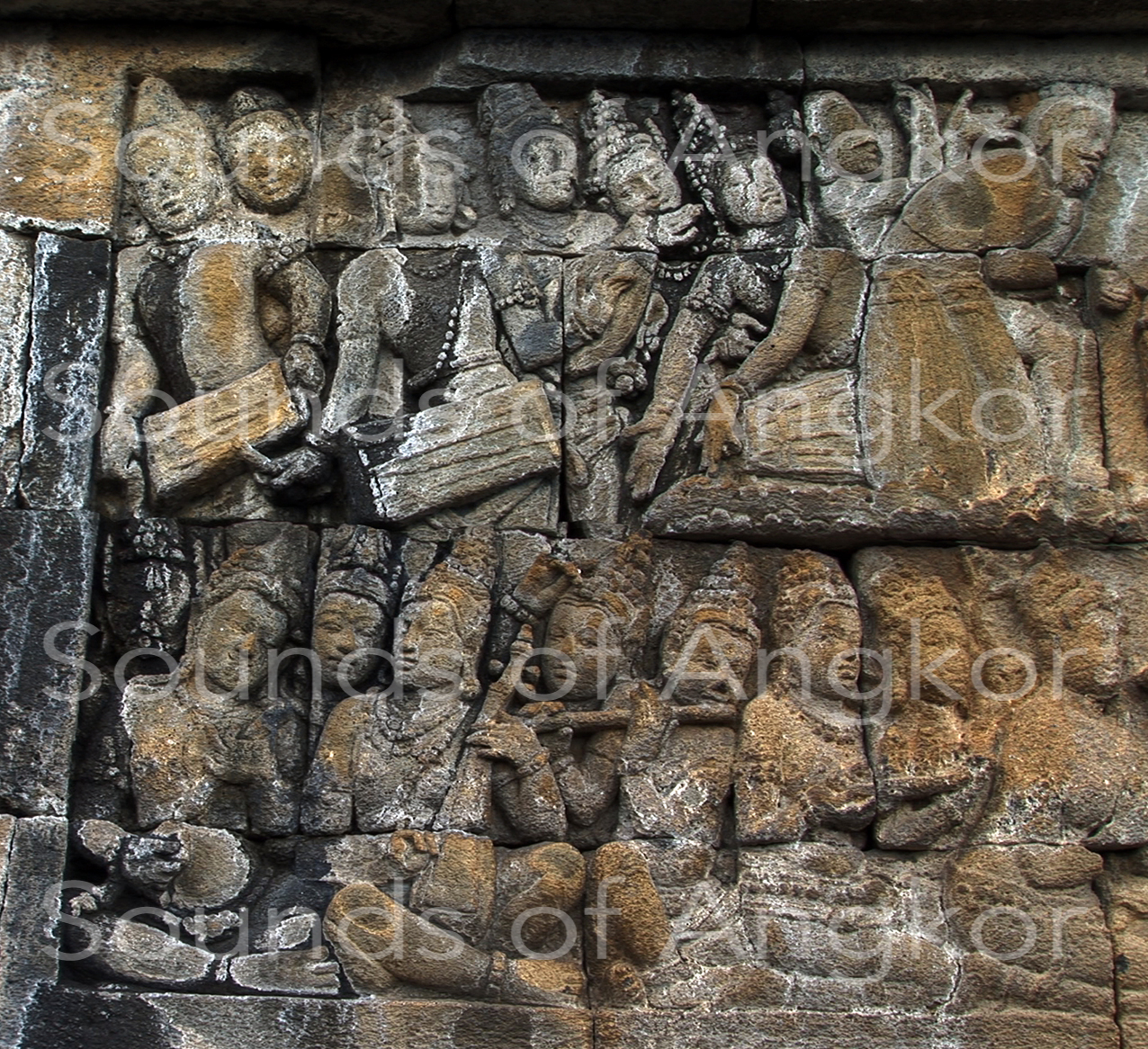 Orchestra with tick zither with a single resonator. Borobudur. 9e c.
