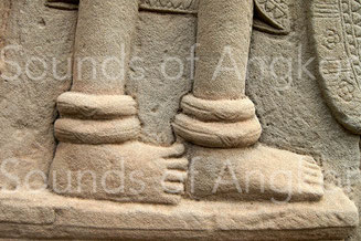 Toric ankle bracelets. The slot appears clearly. Angkor Wat. Early 12th century.