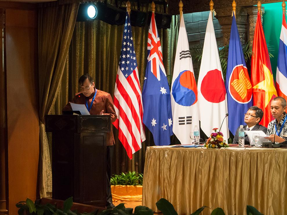 Conférence internationale organisée à Siem Reap par l'Académie Royale des Beaux-Arts du Cambodge. 14 décembre 2013