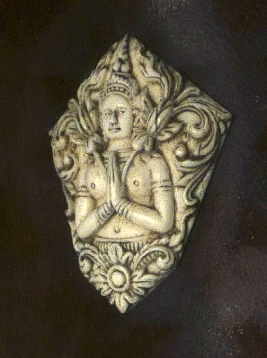 Image of a thephanom adorning the head of the instrument.