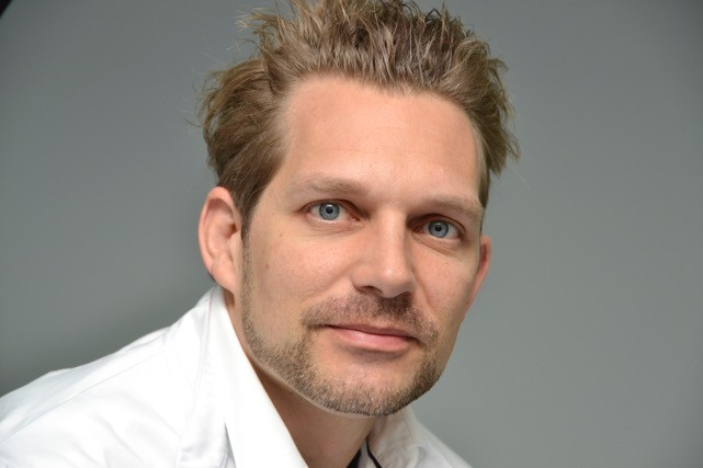 Dr. Fabian Petschke Profilfoto, 1. zertifizierter Plastischer Chirurg für Fadenlifting.