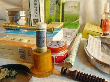Des composés manufacturés sont disponibles sous des formes permettant la commercialisation et la conservation répondant aux normes occidentales.