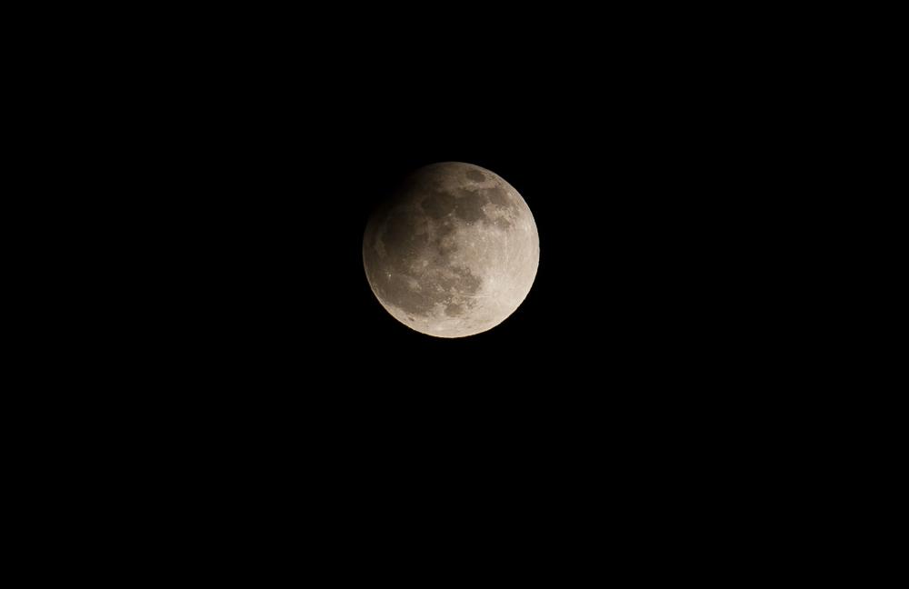 Eclipse partielle de lune du 25 avril 2013 _ 600mm EOS APSC