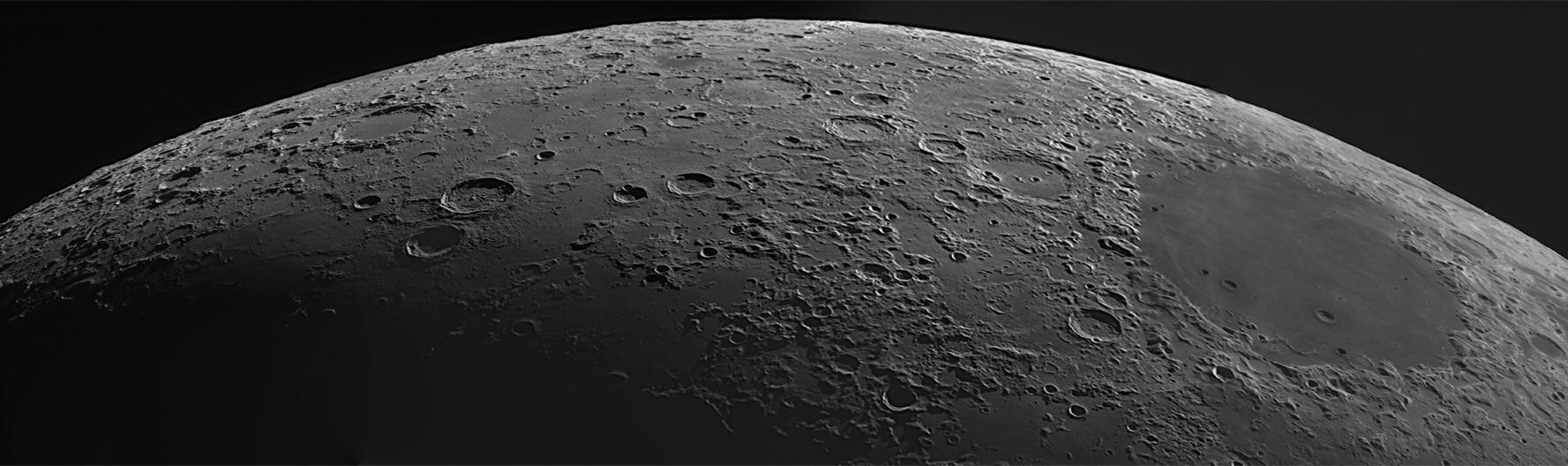 Panorama réalisé à partir 3 clichés - compilation de 3 vidéos de 4000 images chacune à 90 i/s.Marksutov 180/2700mm, caméra ZWO174MM, filtre rouge wratten 25