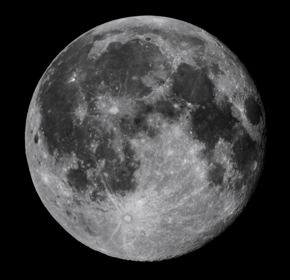 2009-08-06 à 21h20 heure locale française. Lune gibbeuse décroissante, éclairement 99,5% _ 2000mm EOS full frame