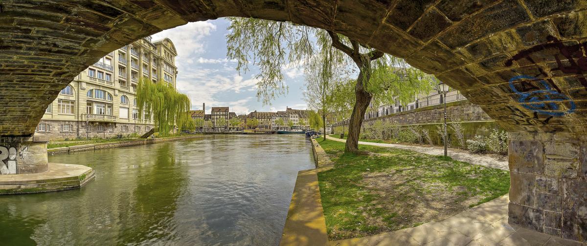 Strasbourg les quais - panoramique HDR - tirage 310mm X 750mm pleine feuille ou 200mm X 480mm avec marges - 130€ réf: straspan-014