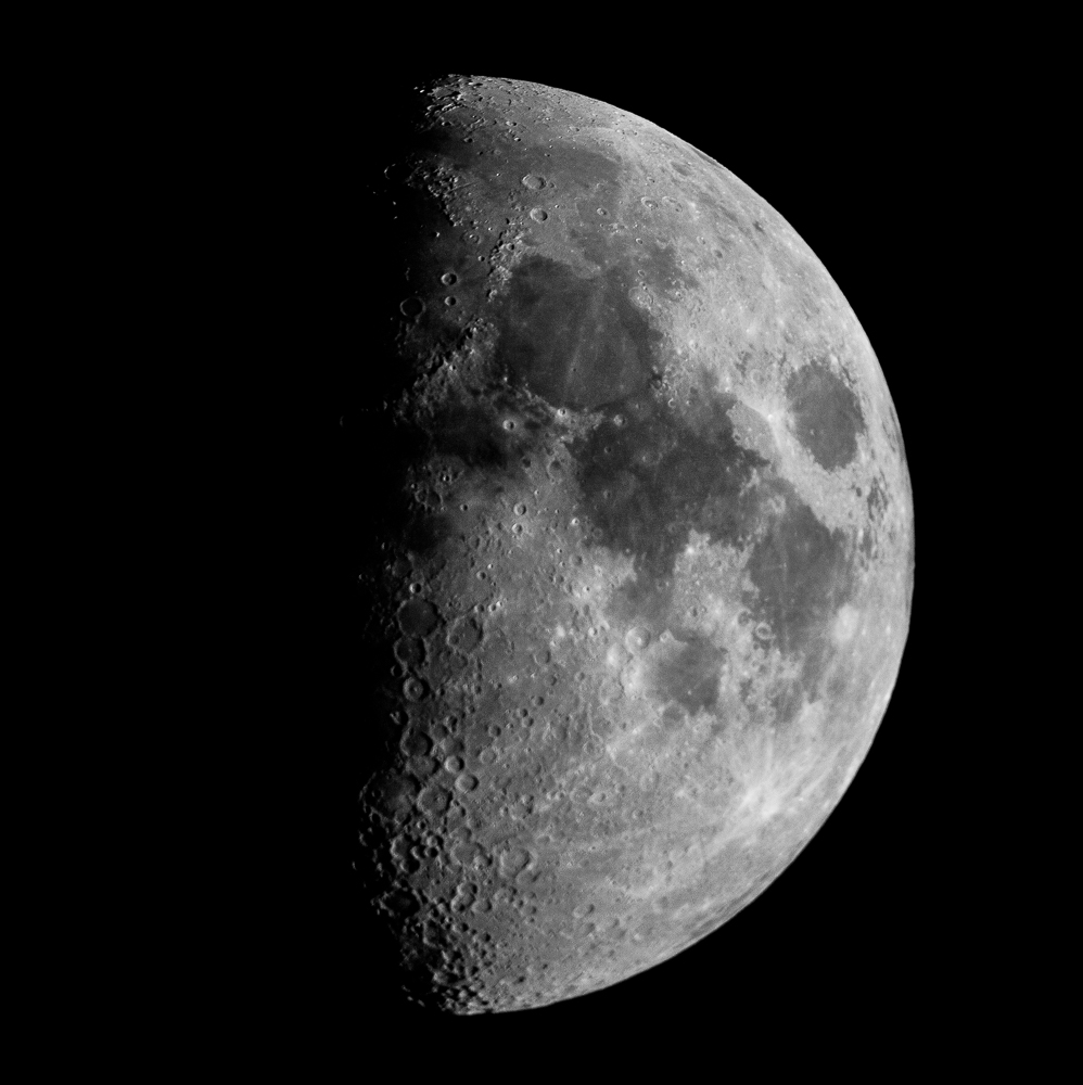 2009-04-03 à 00h30 heure locale française. Lune croissante, éclairement 54 % _ 2000mm EOS full frame