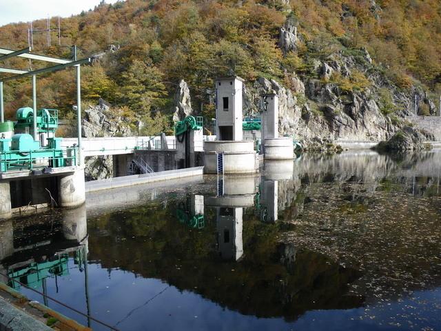 Le barrage en lui même est vétuste, il a été construit en 1942.