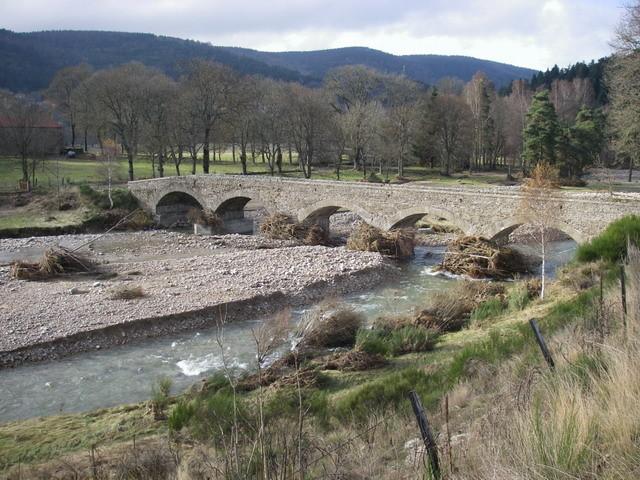 Le pont de Labrot et les dépôts de gravier