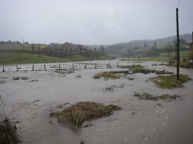 Le ruisseau de la Galteyre, normalement  50 cm de large !