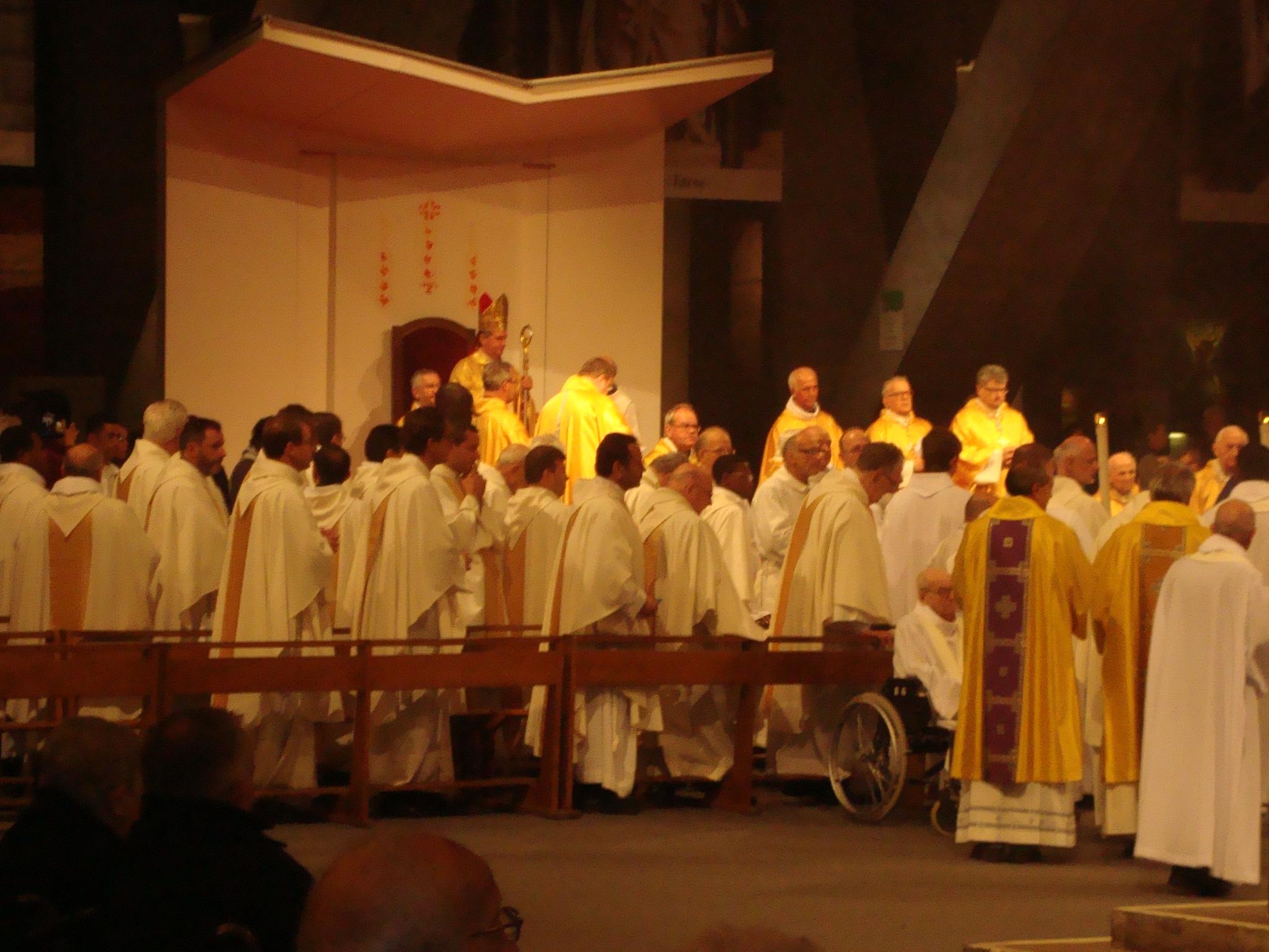 Unterirdische Basilika,      Internationaler Gottesdienst