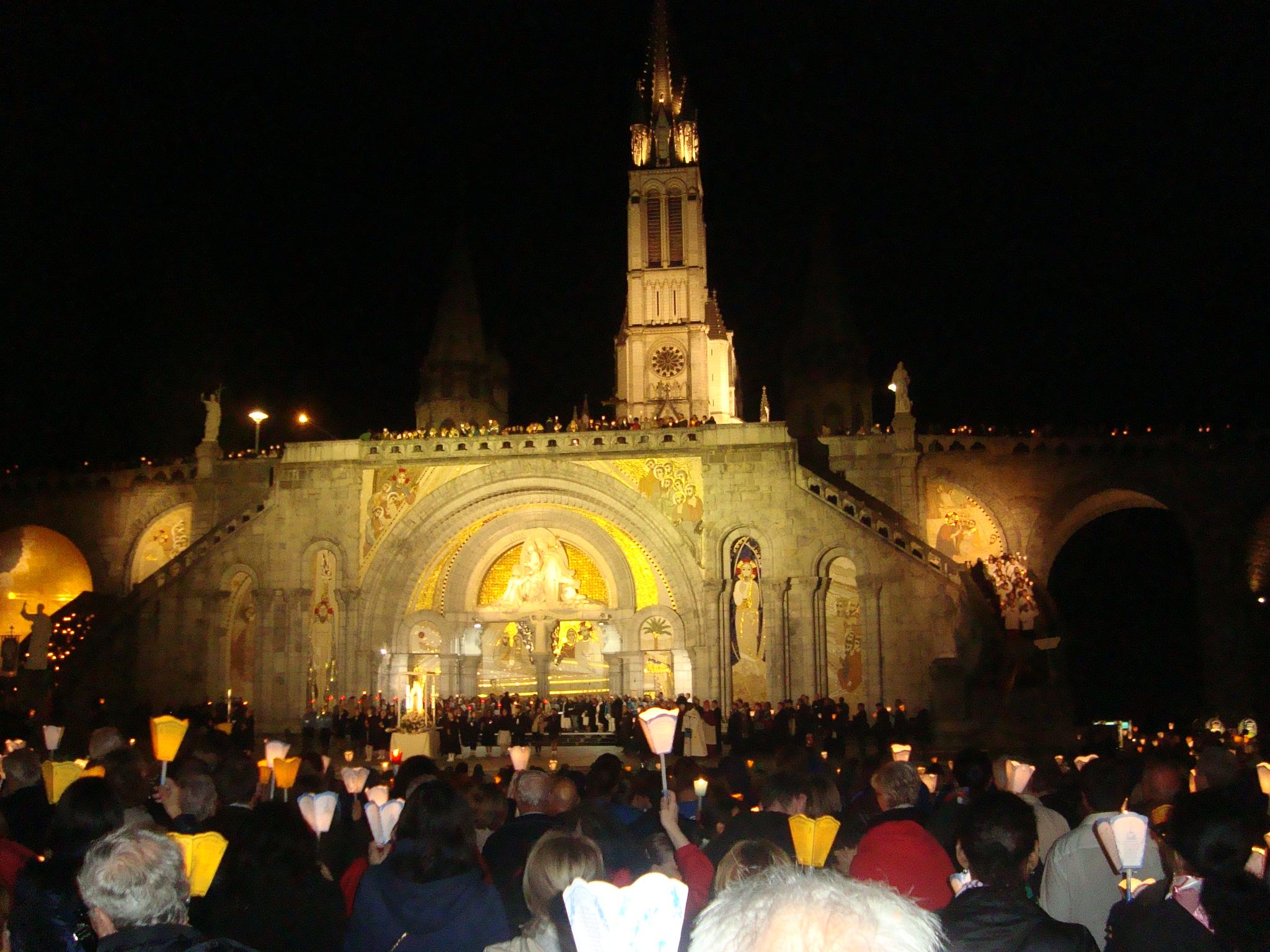 Vorplatz der Rosenkranz - Basilika