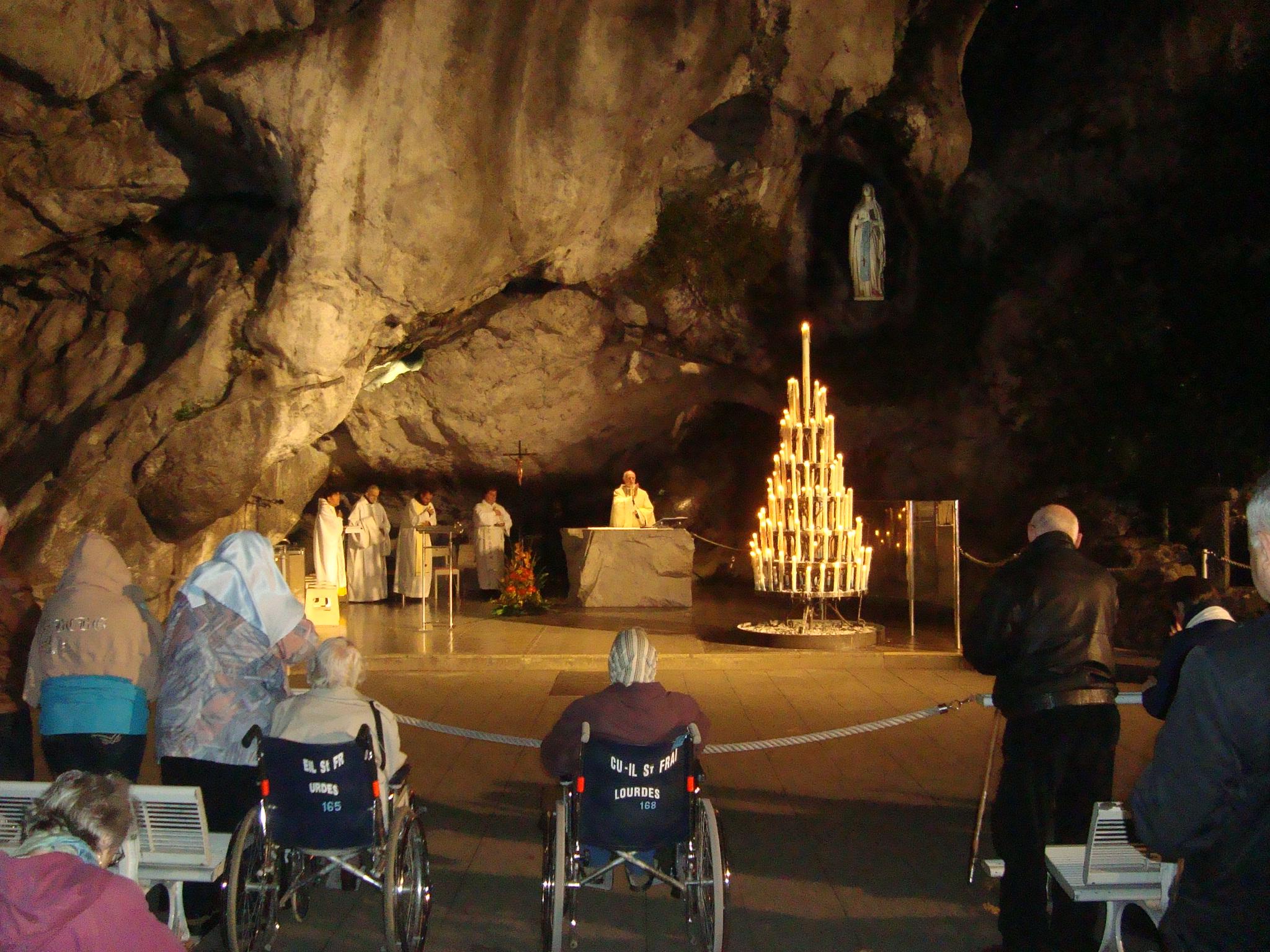 Lourdes - Grotte