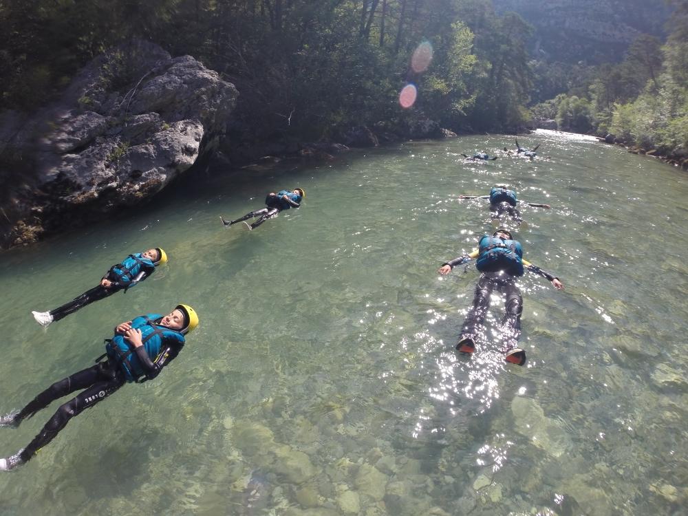 Détendez vous en randonnée aquatique sur le Verdon