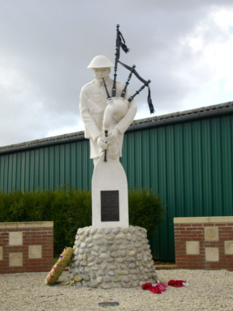 Longueval Pipers Memorial