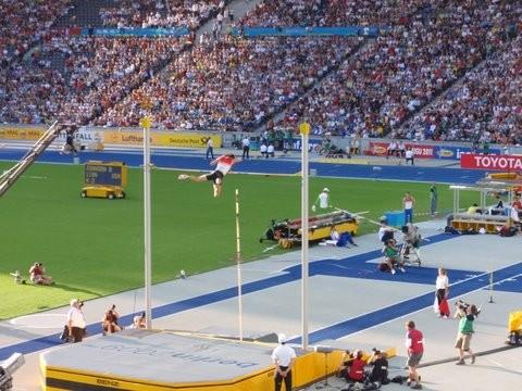 Alexander Straub (D) kommt über 5,65m (7. Platz)
