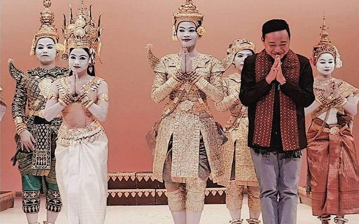 Le Prince Tesso Sisowath et le Ballet Royal du Cambodge sur scène © Ballet Royal du Cambodge