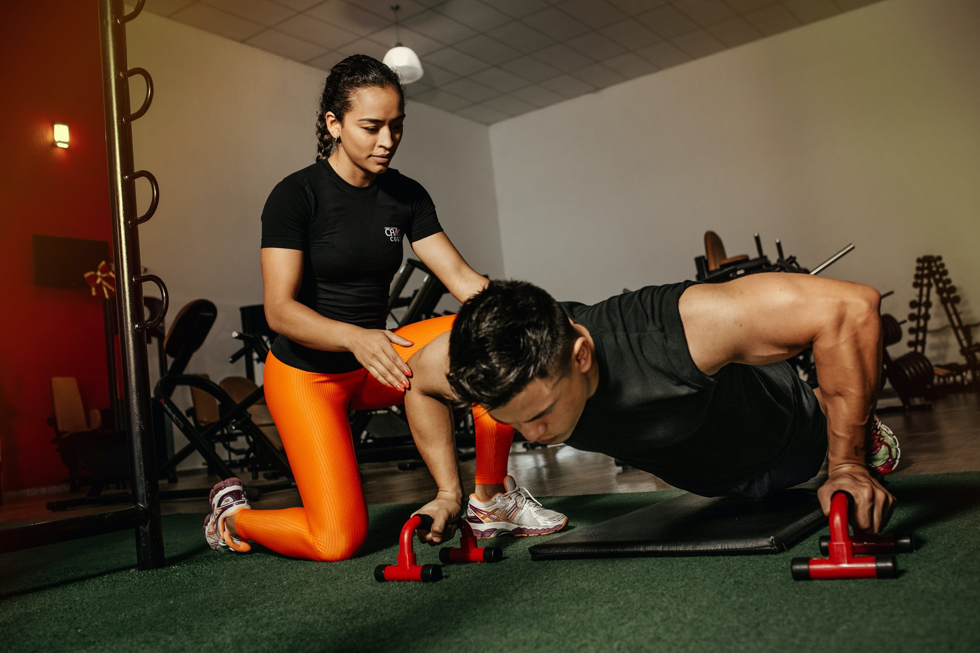 Een personal trainer helpt bij het creëren en behouden van een gezonde levensstijl