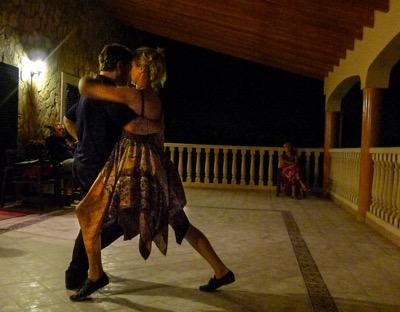 Die abendliche Milonga auf dem Fincabalkon