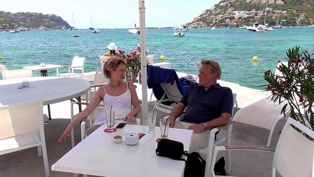 Susi und Lothar am Hafen von Antratx