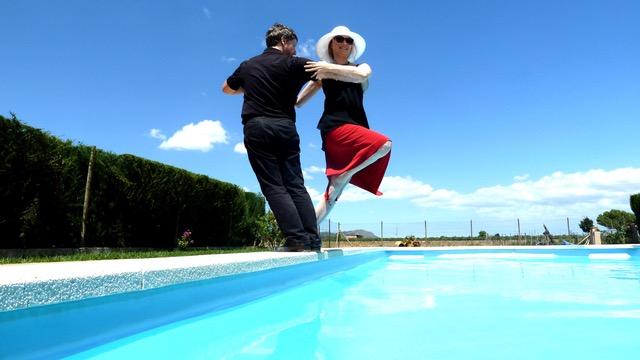 Colgada über dem Pool