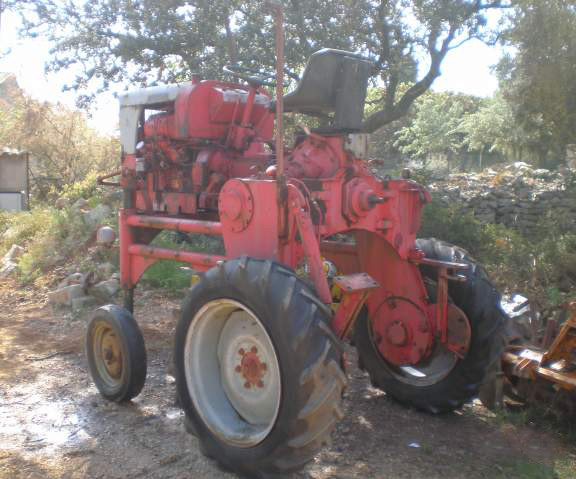 Un autre tracteur enjambeur Lescure qui a été en vente sur le net .