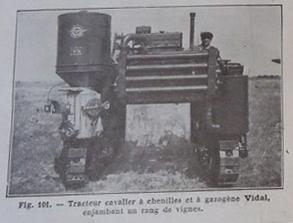 """Sur le livre """"La traction mécanique en agriculture de Tony Ballut année 1943 ou 46. Dans le texte, l'auteur le qualifie de """"tracteur cavalier """""""
