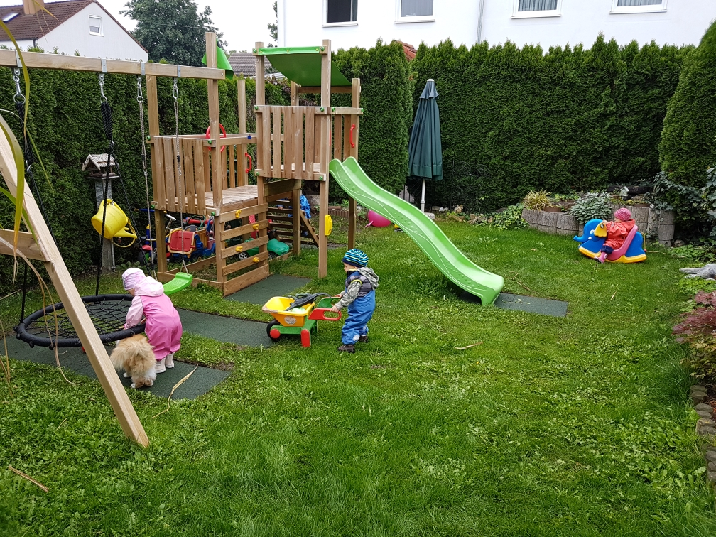 Toben im Garten