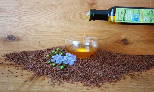 Frisches, leckeres Bio-Leinöl kaufen. Fein und immer ganz frisch von unserer Leinölmühle, Leinoel, Leinöl bitter, Leinöl gesund, Bio-Leinsamenöl kaufen